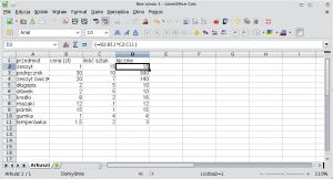 Okno arkusza kalkulacyjnego pokazujące przykładową bazę danych. Wkolumnie D znajduje się formuła macierzowa, którazajmuje 10 komórek
