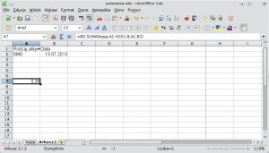 Okno programu Calc pokazujące formułę bazy danych wykorzystującą koniunkcję. A1: Rodzaj aktywności; B1: Data; A2: SMS; B2: 13.07.2013.