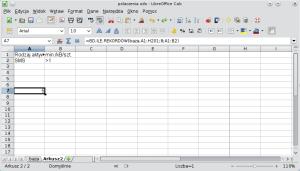 Okno programu Calc pokazujące formułę bazy danych wyodrębniającą rekordy przy pomocy operatora porównywania liczb. A1: Rodzaj aktywności; B1: min./kB/szt.; A2: SMS; B2: >1.