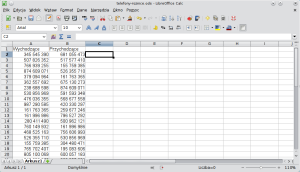 Okno programu Calc. Wkolumnie Aznajduje się lista numerów, zktórymi nawiązywano połączenia. Wkolumnie B znajduje się lista numerów, naktóre nawiązywano połączenia.